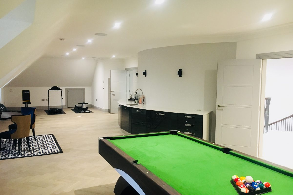 Play room and Bar